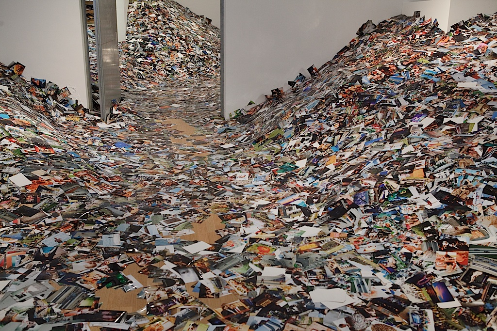 4.24hrs in photos- Erik Kessels-reduced